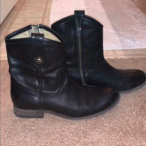 Frye distressed Melissa ankle booties in black